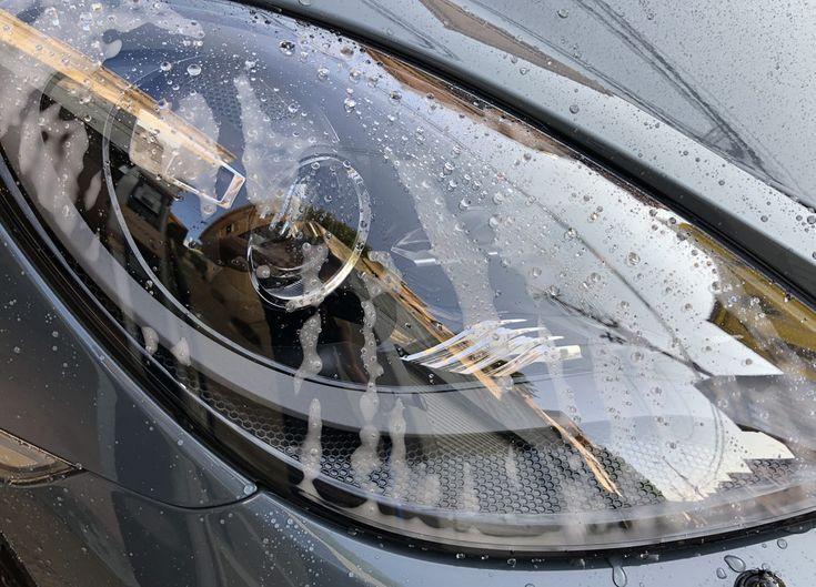 ポルシェ718ケイマン洗車。ヘッドライト内側が曇るのは正常?異常?