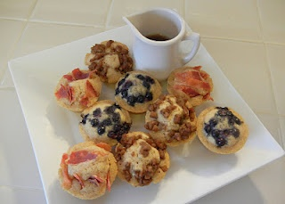 Pancake Bites     1/2 cup Pancake Mix,1/3 cup Milk,  1/4 cup Torani Sugar Free Syrup  Toppings: Cooked Sausage, Crumbled Cooked Bacon, Fruit   Mix pancake mix, milk, syrup together till thoroughly combined. Pour batter into a non-stick 12 cup mini muffin tin that has been sprayed with Pam. Fill 3/4 way up.    Top with sausage, bacon or fruit.  Bake at 350 for 12-14 minutes.: Sausage, Pancake Muffins, Pancake Bites, Muffin Tins, Food, Breakfast, Shelly S Pancake, Mini Pancakes