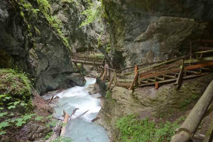 Der schöne Steig durch die Schlucht der Wolfsklamm im Karwendel