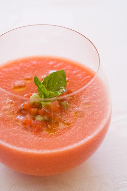 Gazpacho van tomaat en basilicum
