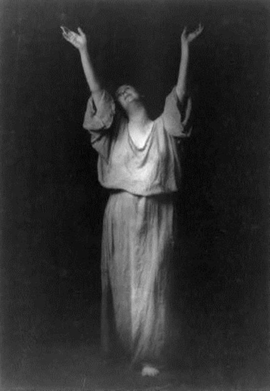 a biography of isadora duncan a famous dancer About the american dancer isadora duncan, her biography and history dancers isadora duncan (1878-1927) a beautiful yet tragic figure, isadora duncan was one of the most revolutionary and controversial personalities the dance world has ever known--both on stage and offstage.