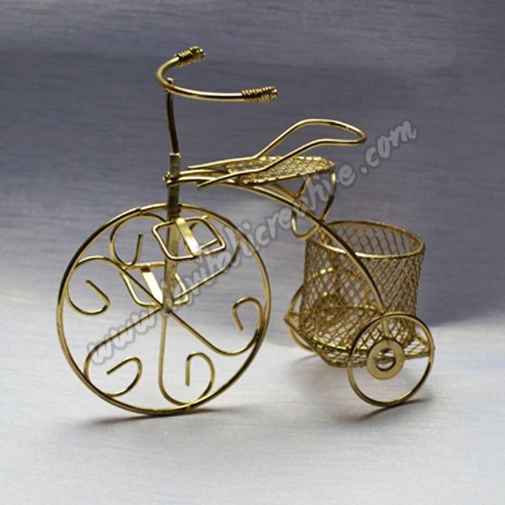 Noile marturii Bicicleta din metal aurii sunt acum pe stoc in magazinul online www.invitatiicreative.com!