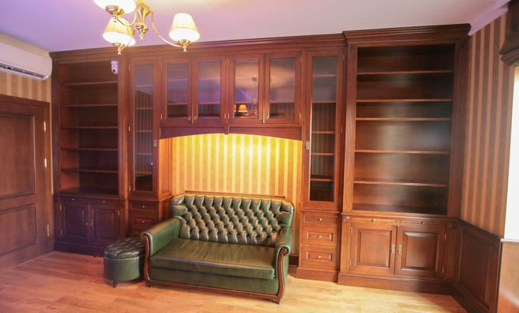 olchowa biblioteka, gabinet prezesa, klasyczna zabudowa olchowa, classic cabinets, wooden home office, traditional bookcases, library - wykonanie Artystyczna Manufaktura