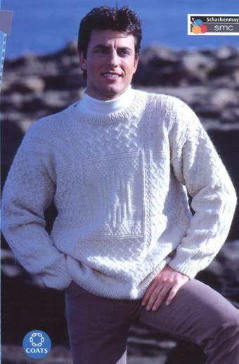 Мужской белый свитер вязаный спицами