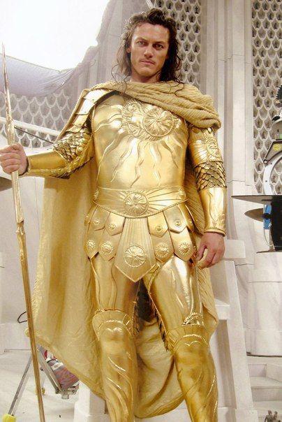 Люк Эванс в роли Аполлона (Битва Титанов, 2010) и Зевса (Война богов: Бессмертные, 2011) ✨