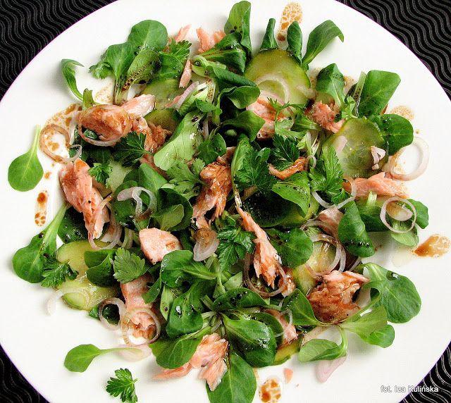 Smaczna Pyza sprawdzone przepisy kulinarne: Sałatka z roszponki, łososia i ogórka