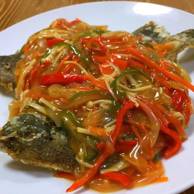 今日の晩ご飯✩⃛ 昨日配達してもらった魚に入ってたカレイを唐揚げにして、野菜たっぷりあんかけ作り、上からかけました!! 中骨以外はバリバリパリパリ香ばしくって美味しかった♡ サブメニューは白菜と卵の味噌汁、枝豆の漬け物、韓国のり、家にあるもので間に合わせましたww - 16件のもぐもぐ - カレイの唐揚げあんかけ! by harunameiHrc