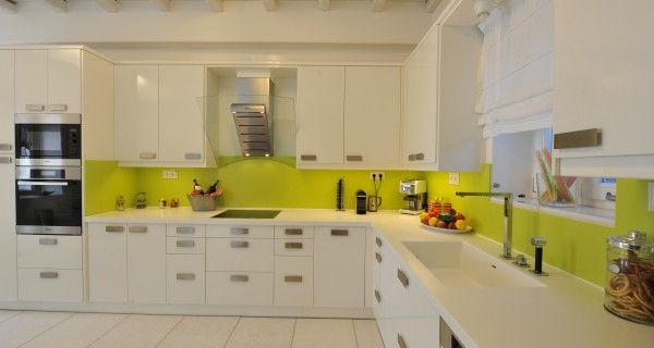 Kitchen of Moonlight Villa in Paros Greece. http://instylevillas.net/property/moonlight-villa-paros/