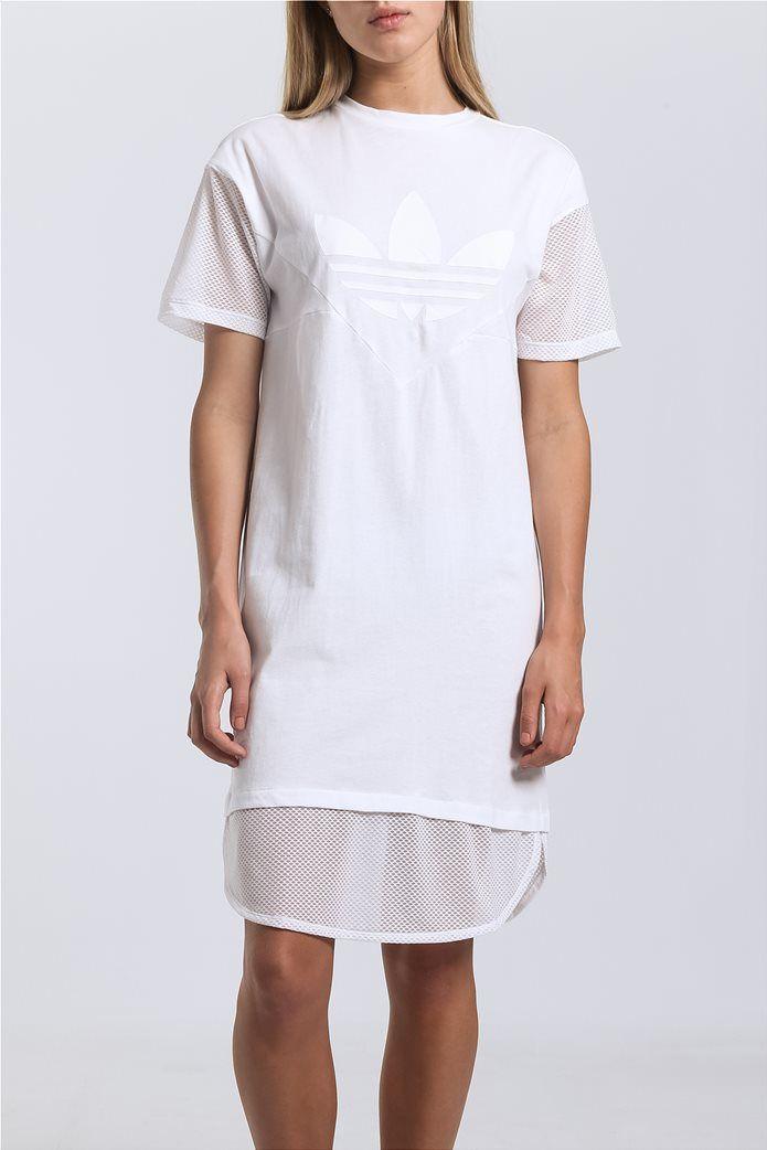f706ed73f877 Λευκό φόρεμα CLRDO από την ADIDAS με στρογγυλή λαιμόκοψη