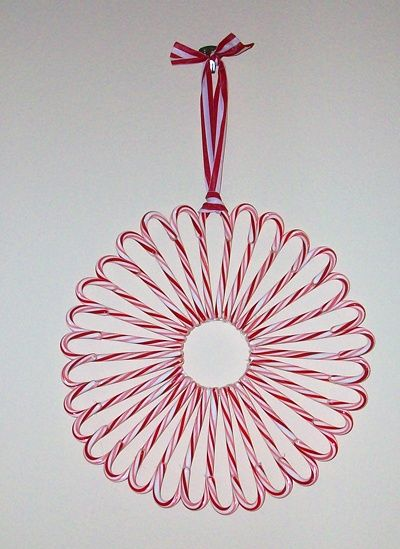 Candy Cane Wreath - adding to my wreath ideas for this holiday season!