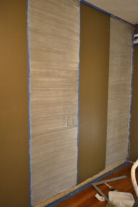 Andy, she does it in sections- perfect tutorial! Faux Grasscloth Painted Walls