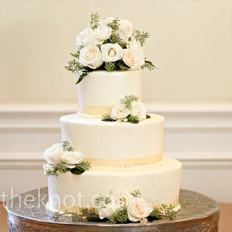 Pretty alternative to the 5 layer waterfall flowers cake. Fresh roses and seeded eucalyptus brought a natural feel to the fondant cake.