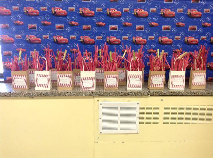 Reindeer Food Bag/Ornament: Christmas Arts & Crafts activity I did with my Grade 1 students. They loved it!! Sac de nourriture pour les rennes: activité de Noël en arts plastiques réalisée avec mes élèves de première année. Ils ont adoré!