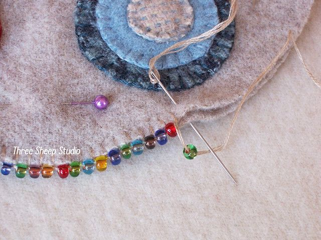 ThreeSheepStudio: How To Do A Beaded Blanket Stitch...