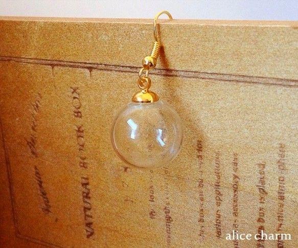 カラー ゴールドサイズ ガラスボール:約16mm玉内容量 1個ガラスドームのフックピアスを入荷いたしました♪繊細なガラスボールに何を閉じ込めようと... ハンドメイド、手作り、手仕事品の通販・販売・購入ならCreema。