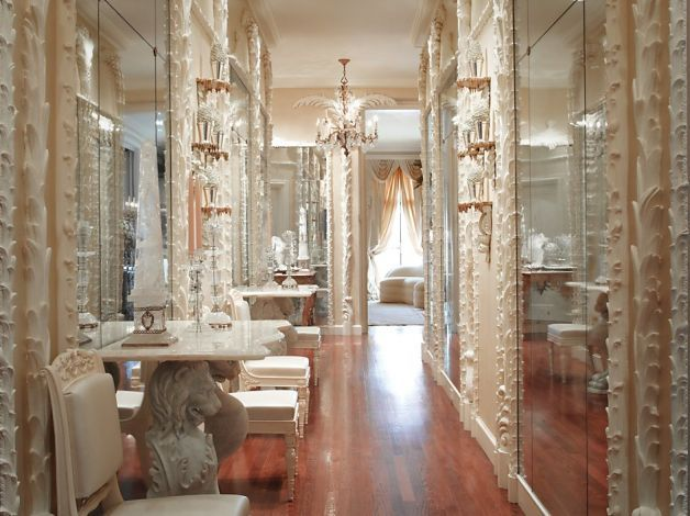 In This Prestigeous Hallway, Ann Getty Chose To Display On Two Console  Tables Marking Both