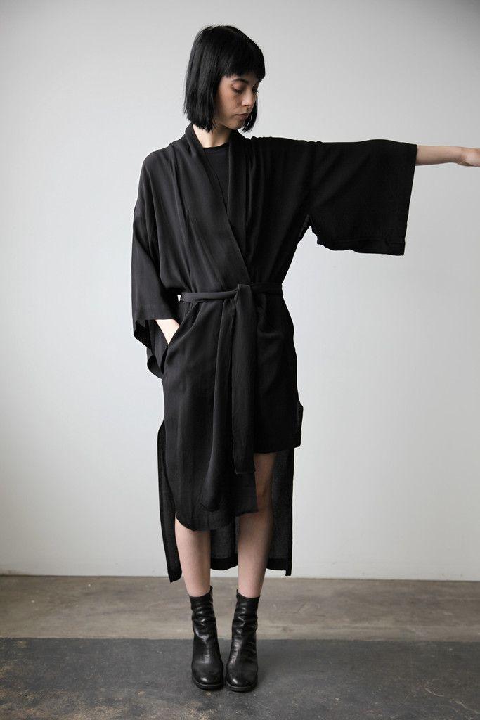 KIMONOMANTEL (kimono-inspired, black, japanese fasion #streetstyle #fashiononthestreet)