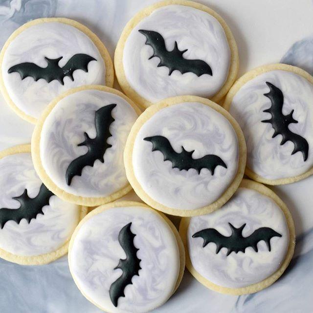 Baking was getting a little batty over here  #melissagracedesserts #dessert #cookies #halloween #food #yummy #happyhalloween #bats #marble