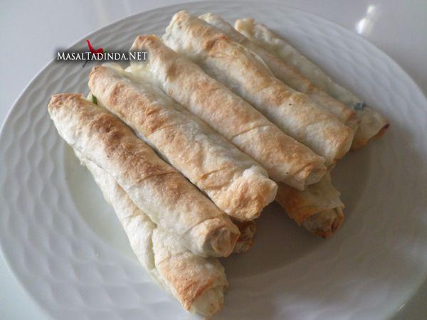 Hazır Yufkadan Ispanaklı Börek Tarifi | Yemek tarifleri - Pratik Yemek Tarifi - Masaltadinda.net