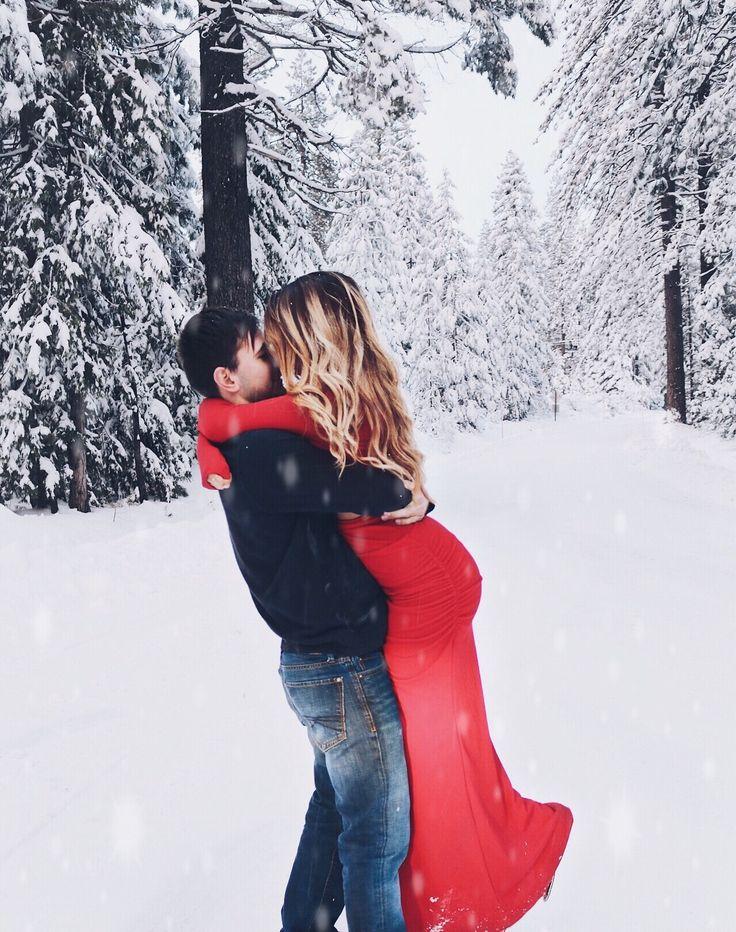 @selenakulikovskiy Christmas couple photo relationship goals! #couplegoals