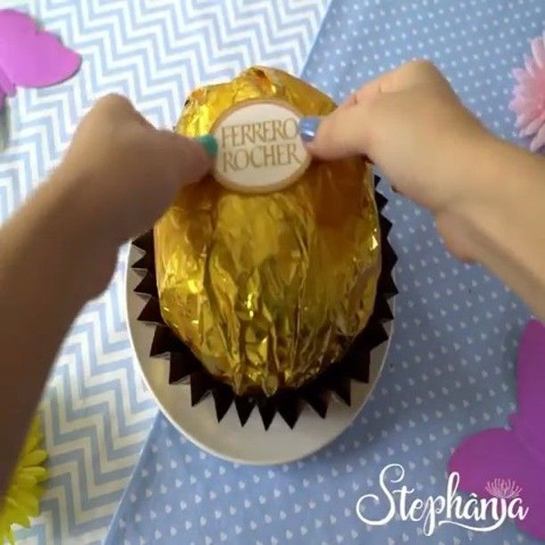 Giant Ferrero Rocher✨ - Cr: @stephaniablog 🍥🍥🍥🍥🍥🍥🍥🍥🍥🍥🍥 #ideia #cake #tutorial #diy#eat#eats #pie #lovefood #donuts #dessert #dessertgasm #chocolate #nutella#nutrition#mel #favorite #bolo #cakelover#love #emoji #delicious #wednesdaymorning #happywednesday #art #diy #choco