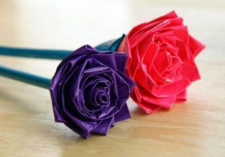 DIY Drinking Straw Roses (The Idea King)