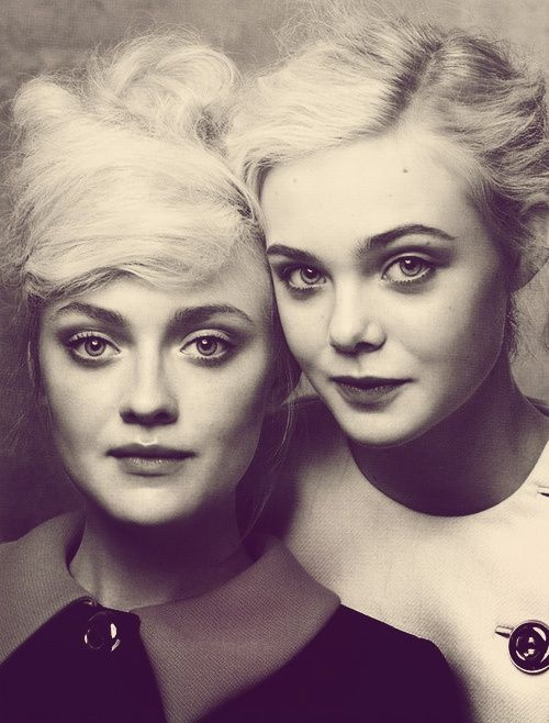 Dakota and Elle Fanning.... Totally want a picture like this with my sisters