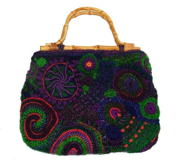 Borsa Freeform Crochet uno-di-un-tipo femminile  Un tessuto di bella uncinetto a…