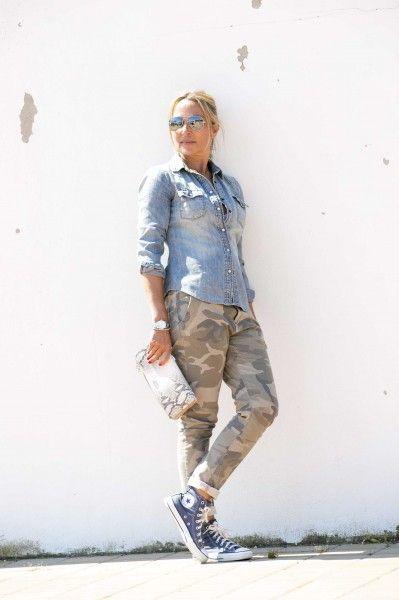 Denim y camuflaje una combinación perfecta para estos días de primavera #looks #streetstyle #moda #inspiracion