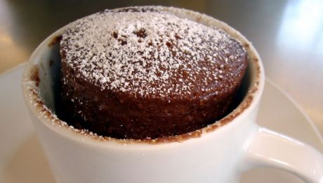 Cakes in mugs - microwaves are not just for reheating pizza  (7 simple microwave mug cake recipes| studentbeans.com)