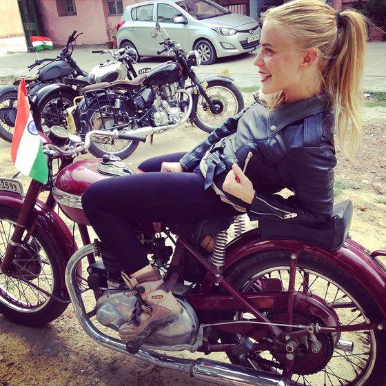 """GIRL  """" L'équipée """" - ROAD de 5 filles a moto a l'assaut de l'Himalaya. Alyssa"""