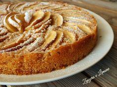 Questa torta di mele all'acqua è molto particolare: senza burro, senza latte, senza uova e senza glutine! Eppure buonissima!