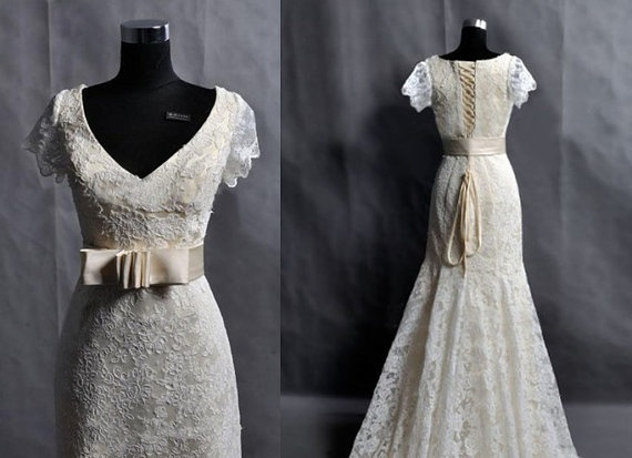 Vintage Lace Wedding Dress Bridal Gown V Neck Cap by wonderxue, $379.00