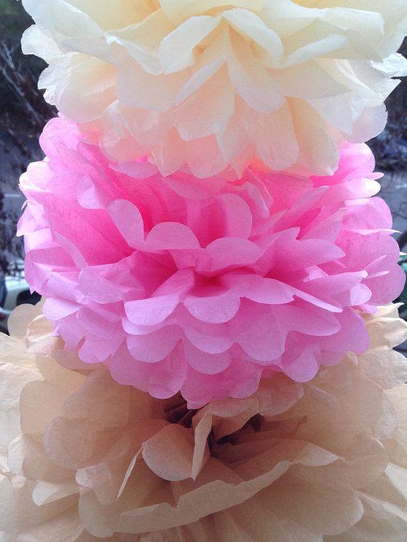 Pompons en papier de soie : Lot de 3 decor anniversaire ,décoration de mariage, decoration table , buffet, salle de réception . : Décoration pour enfants par pompomshouse