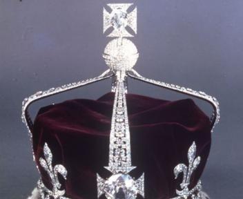 Oltre 25 fantastiche idee su gioielli della corona su for Quanto costa la corona della regina elisabetta