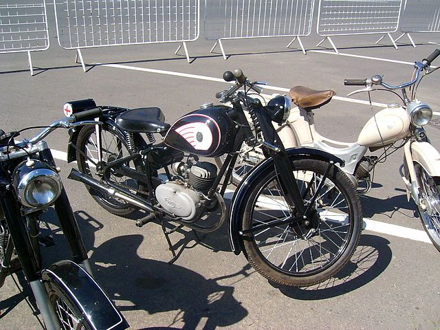 A Csepel márkanév a Csepeli Motorkerékpárgyárban 1948 és 1954 között készült 125-ös és 250-es motorkerékpárok neve is volt.