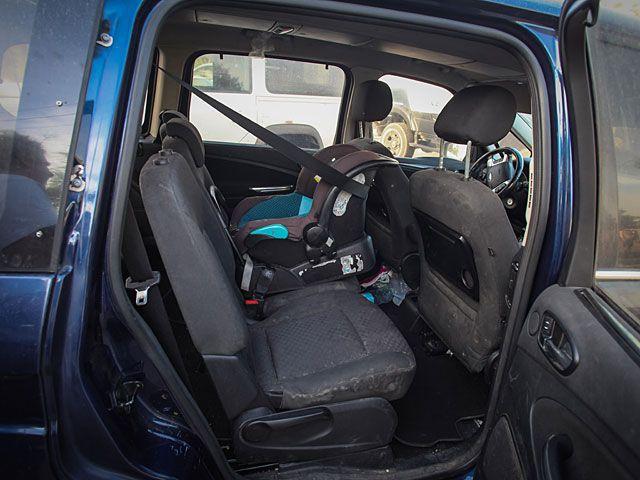 В Иблине погибла девочка, забытая в автомобиле http://kleinburd.ru/news/v-ibline-pogibla-devochka-zabytaya-v-avtomobile/  В деревне Иблин под Шфарамом родители забыли в автомобиле маленькую девочку. Ребенок оставался в машине в течение нескольких часов в самое жаркое время дня, сообщила радиостанция «Галей ЦАХАЛ». Когда девочку нашли в автомобиле, ее срочно отвезли в медицинский центр в Шфараме, но медикам оставалось только констатировать смерть ребенка. Полиция расследует обстоятельства…