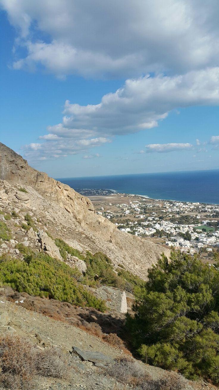 The view of Kamari from Mesa Vouno