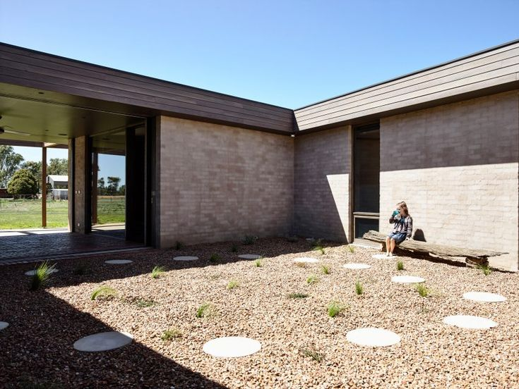 Goulburn Valley House by Rob Kennon (Photography is by Derek Swalwell)
