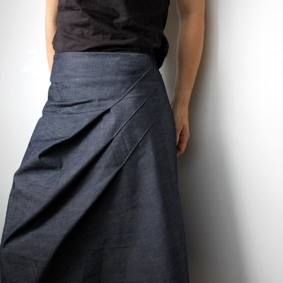 The skirt with diagonal darts