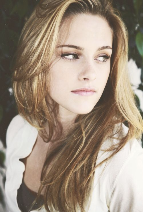 Kristen Stewart / Born: Kristen Jaymes Stewart, April 9, 1990 in Los Angeles, California, USA