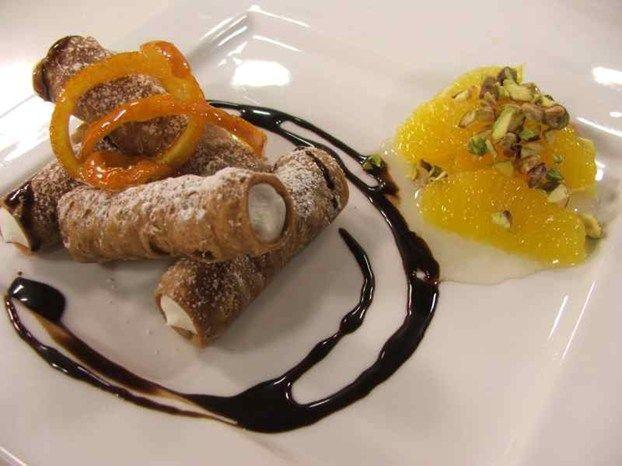 Cannolini siciliani con insalatina di arance e pistacchi