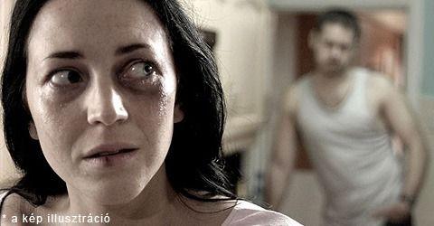 A partner erőszakos hajlamát a párkapcsolat kezdetén nem mindig könnyű felismerni. Először csak kezdeti jelek figyelmeztetnek