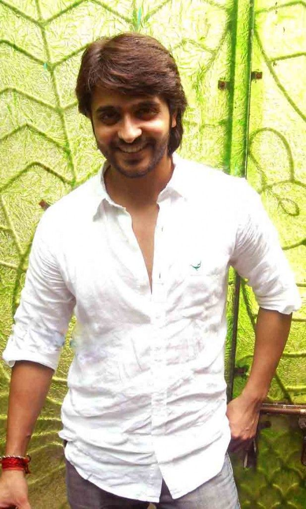 Ashish Sharma Height and Weight, Biceps Size, Body Measurements