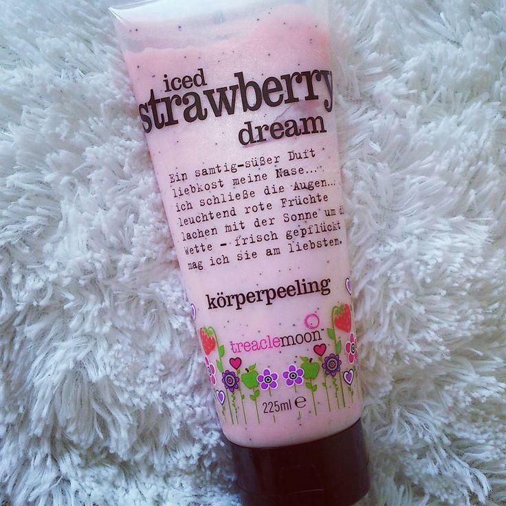 """Treaclemoon """"Iced Strawberry Dream"""" Körperpeeling  Es riecht genau wie ein Strawberry ice cream finde ich. Der Peelingeffekt ist angenehm auf der Haut und sehr sanft. Nur schade dass diese Duftrichtung nur eine limitierte Version ist.  #körperpeeling #treaclemoon #pink #strawberry #icecream #erdbeer #duft #limitededition #dm #drogerie #peeling #duschgel #cosmetic #beauty"""
