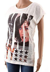Dámske tričko M.H.Y. biele  Tenšie letné predĺžené dámske tričko s krátkym rukávom s potlačou ženskej tváre vo veľkých písmenách. Tričko je ušité zo 100% bavlny, biela látka je jemne priesvitná.  http://www.yolo.sk/damske-tricka-bluzky-kratky-rukav/biele-damske-tricko-s-kratkym-rukavom-mhy