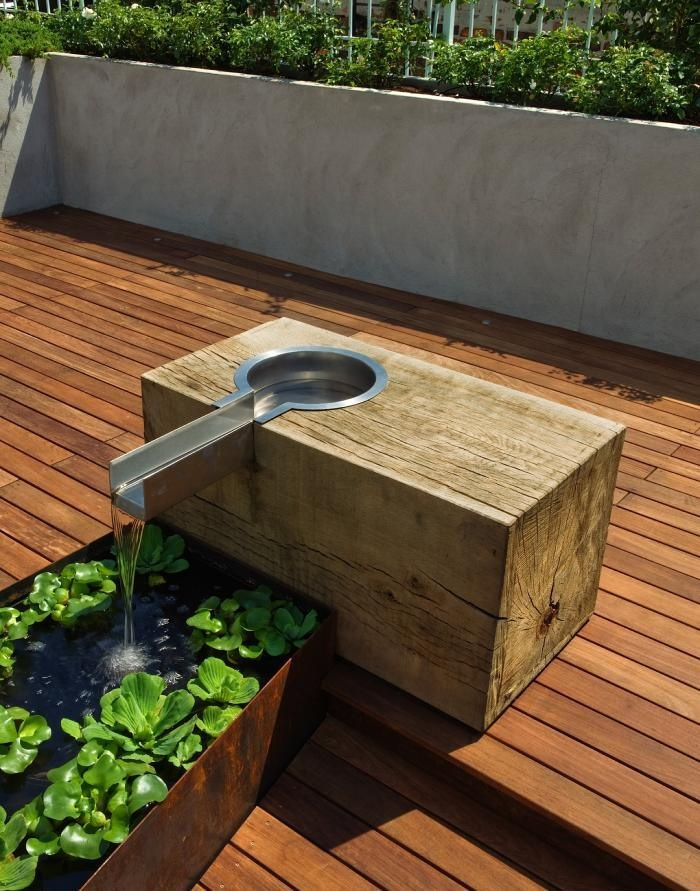 raised  water bowl