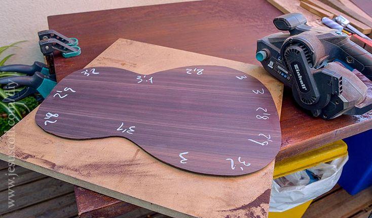 Guitarra acústica 0-28 parlor - Con la lijadora de banda intento dar un grosor uniforme de 2,5 – 2,8mm.