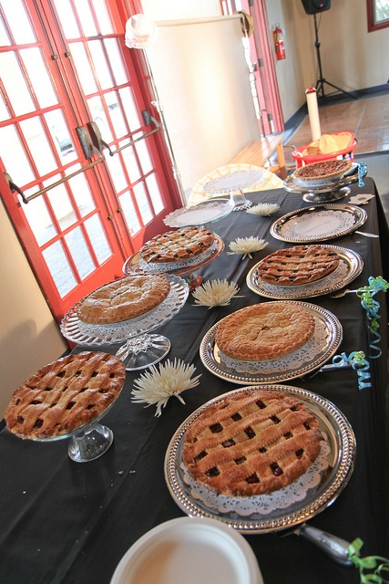 Offer variety of pies instead of cake. Apple, Berry, Chocolate Mousse, Pumpkin. Ice Cream too?