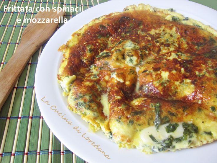 La Frittata con Spinaci e mozzarella è un delizioso e semplice secondo piatto che unisce la bontà degli spinaci alla filante e soffice mozzarella